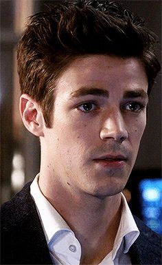 Grant Gustin ⚡ those eyes Grant Gusting, Glee, O Flash, Flash Barry Allen, Star Labs, The Flash Grant Gustin, Snowbarry, Cw Series, Fastest Man