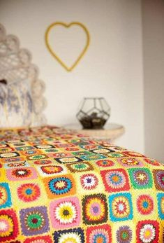 This is my room when I was a kid; at leas I wanted it to be. Close to the actual thing! Patchwork Crochet Blanket - Sunny Yellow - via DTLL. Crochet Simple, Love Crochet, Learn To Crochet, Beautiful Crochet, Knit Crochet, Grannies Crochet, Crochet Afghans, Crochet Squares, Crochet Patterns