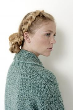 Let it snow, because you'll be warm in this Irish moss stitch pattern cardigan, knitted in Bernat Roving. Knitting Patterns Free, Knit Patterns, Free Knitting, Cocoon Cardigan, Knit Cardigan, Winter Begins, Moss Stitch, Cardigan Pattern, Fall Sweaters