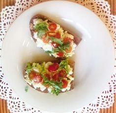 Vajíčková pomazánka s cottage sýrem - DIETA.CZ Guacamole, Baked Potato, Tacos, Potatoes, Chicken, Baking, Breakfast, Ethnic Recipes, Food