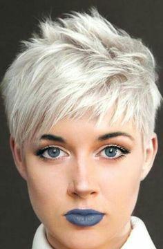 Popular Short Pixie Haircuts For Women 01 - Haarschnitt kurz - Accesorios para Cabello Short Hair Cuts For Round Faces, Funky Short Hair, Short Grey Hair, Round Face Haircuts, Short Pixie Haircuts, Pixie Hairstyles, Short Hairstyles For Women, Curly Short, Super Short Pixie