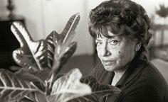 Borges todo el año: Olga Orozco: Jorge Luis Borges en su historia de la eternidad * - Foto O. Orozco por Sara Facio