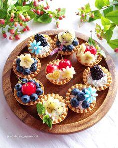 You have what is needed. Mini Desserts, Christmas Desserts, Dessert Recipes, Nake Cake, Fruit Tart, Dessert Decoration, Sweet Tarts, Mini Cakes, Creative Food