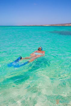 Ningaloo Reef - a natural wonder in Australia. Put this on your Aussie travel bucket list!