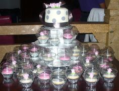 6' vanilla cake and matching chocolate and vanilla cupcakes www.cupcakesandmorecakes.blogspot.ca