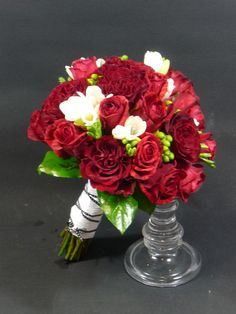 #flowerfusion #wedding #fowers #wedding #florist #bridal #bouquet #roses #red #white #green