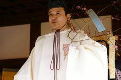 Setsubun matsuri.  Deep season.  A man dressed in kariginu.