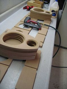 Post with 61 votes and 24290 views. Shared by Speaker Build Homemade Speakers, Diy Speakers, Built In Speakers, Car Audio Installation, Speaker Box Design, Home Theater Design, Car Upholstery, Speaker Stands, Hifi Audio