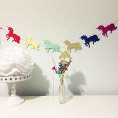 Perché quando penso agli unicorni io vedo l'arcobaleno 🦄🍭🌈 #fabulouspartydesign #fabulouspartykit #unicorn #unicorno #festone #festoneatema #maviepuntoit #ealloraamiche #womoms_official #notonlymama #instamamme #instamamme2 #mammeaspillo #buonadomenica #mammaaiutamamma #mammeblogger #mammecreative