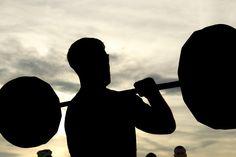 5 gute Gründe für Krafttraining mit Gewichten - Iron King® #ironking #trainingsprogramm #ironkingtrainingsprogramm #trainingstipps #workouts #fitness #fitnesstraining  #krafttraining #muskelaufbau #gain #benefits