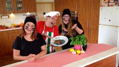 There is nothing more fun than to work with the kids in the kitchen. they always add a new dimension to every food. Super Pizza, All Video, More Fun, Spaghetti, Youtube, Garlic Sauce, Rainbow, Kitchen, Food