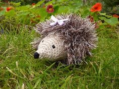 Crochet For Free: Heidi Hedgehog This looks like the one I made AND uses the same kind of yarn for the quills.