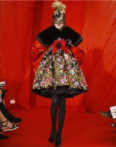 Résultats Google Recherche d'images correspondant à http://www.journaldesfemmes.com/luxe/haute-couture/selection/le-meilleur-des-collections-haute-couture-automne-hiver-2008-2009/image/christian-lacroix-luxe-haute-couture-53179.jpg%3F1320891957