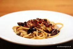 Pikante Walnuss-Spaghetti mit Kapern und Oliven
