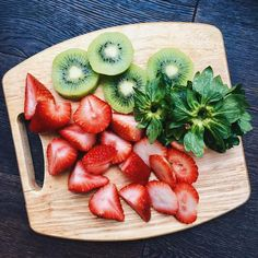 Find images and videos about food, healthy and strawberries on We Heart It - the app to get lost in what you love. I Love Food, Good Food, Yummy Food, Fruit And Veg, Fruits And Veggies, Raw Food Recipes, Healthy Recipes, Healthy Snacks, Healthy Eating
