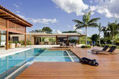 Modern Pool House, Modern House Floor Plans, Piscina Hotel, Restoration House, Amazing Swimming Pools, Rest House, Tropical Architecture, Dream Beach Houses, Garden Landscape Design