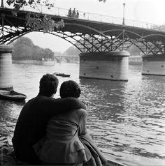 Cor Van Weele- Couple, Pont des Arts, Paris, 1954 .