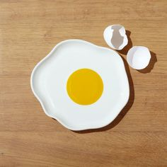 Our egg-shaped plate greets the day sunny-side up. Shaped freeform like an egg ready for frying, this delightful porcelain plate invites you to make time for breakfast. Painted Ceramic Plates, Clay Plates, Ceramic Clay, Ceramic Painting, Ceramic Pottery, Clay Clay, Clay Art Projects, Polymer Clay Crafts, Air Dry Clay