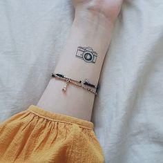 Tatuagem minimalista para quem ama fotografia inspire-se hoje - Tatuagem na Web Little Tattoos, Mini Tattoos, Cute Tattoos, Beautiful Tattoos, Word Tattoos, Arrow Tattoos, Tatoos, Dainty Tattoos, Small Tattoos