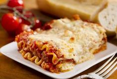 A classic lasagna recipe featuring layers of white and red sauce, so it& rich without being too heavy. Classic Lasagna Recipe, Best Lasagna Recipe, How To Make Lasagna, Cheese Lasagna, Cooking Recipes, Healthy Recipes, Weeknight Recipes, Delicious Recipes, Spaghetti