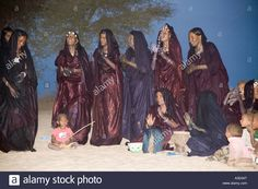 Download this stock image: Tuareg tribal dance in the Sahara near Timbuktu Mali West Africa - A3D34T from Alamy's library of millions of high resolution stock photos, illustrations and vectors.