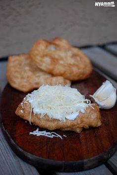 Nyammm: Az igazi lángos 1957 óta:) - In memoriam Lehel piac & fokhagymás kence Bread Recipes, Cooking Recipes, Cooking Ideas, Hungarian Recipes, Hungarian Food, Bread Rolls, Sweet And Salty, Sweet Bread, Camembert Cheese