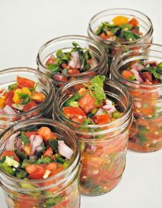 Canned Pico de Gallo! This is so easy & would prob work better for some fruit infused salsa too. Canning Tips, Home Canning, Canning Salsa, Salsa Canning Recipes, Pico De Gallo Canning Recipe, Canning Pickles, Canning Food Preservation, Preserving Food, Healthy Recipes