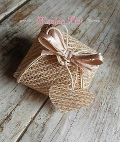 Cheap Favors, Wedding Favor Boxes, Wedding Favors For Guests, Wedding Gifts, Decorated Gift Bags, Sweet Box, Easy Paper Crafts, Diy Crafts Hacks, Wedding Cake Toppers