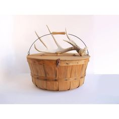 Vintage Lidded Bushel Basket with Leather Closure Farmhouse Decor ($48) ❤ liked on Polyvore featuring home, home decor, small item storage, lidded basket, sewing basket, lidded storage baskets, fruit storage basket and storage baskets