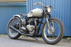 1953 Triumph Thunder Bird... they call this the boro look.