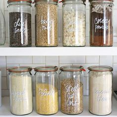 These best kitchen pantry organization ideas are so satisfying. Get inspired for spring cleaning with these perfectly organized kitchen pantry photos, using baskets, bins, racks, and more! Home Organisation, Pantry Organization, Organized Pantry, Pantry Storage, Deco App, Kitchen Pantry, Kitchen Decor, Kitchen Racks, Open Pantry