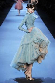 Christian Dior at Couture Spring summer 2011 - John Galliano Dior Couture, Couture Dresses, Couture Fashion, Fashion Art, Runway Fashion, High Fashion, Fashion Show, Fashion Beauty, Fashion Outfits