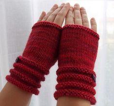 Ravelry: Leela Fingerless Gloves pattern by Zehava Jacobs Knitted Mittens Pattern, Crochet Gloves, Knit Mittens, Knit Or Crochet, Loom Knitting, Knitting Patterns, Knitting Projects, Crochet Projects, Diy Projects
