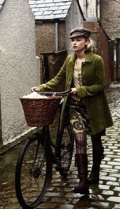 Women in tights... Women on bikes... — Vintage Cycle Chic (via Pinterest)