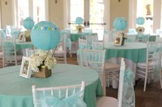 Hot air balloon centerpieces - but I'd do it in a more playful, colorful way for a Bon voyage party for a teen Hot Air Balloon Centerpieces, Shower Centerpieces, Centerpiece Ideas, Table Decorations, Baptism Party, Baby Party, Boy Baptism, Baptism Ideas, Baby Shower Balloons