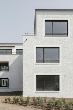 Neubau Wohnüberbauung Törlenmatt, Hausen am Albis (ZH) Fence Wall Design, Concrete Texture, House Extensions, Facade Architecture, Bathroom Interior Design, Architectural Elements, Style At Home, Glass Door, Brick