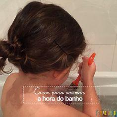 Experimente usar água e corante de alimentos para fazer uma brincadeira na hora do banho diferente e divertida.
