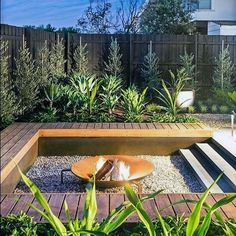 Backyard Fire Pit Seating Area Design - What to Look For - Sesempatmu Saja Fire Pit Seating, Fire Pit Area, Seating Areas, Fire Pit Backyard, Backyard Patio, Gravel Patio, Backyard Seating, Small Garden Fire Pit, Deck Fire Pit