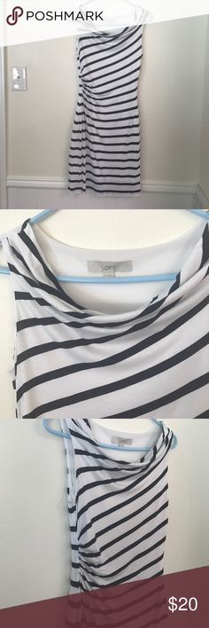 LOFT SIZE XS NAVY BLUE SAILOR STRIPE DRESS This is gorgeous.  By loft size XS !!! Excellent condition!!!!! Like super excellent !!!!! Amazing deal!!!! Ruched waist ! Gorgeous cut. LOFT Dresses Midi