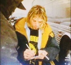 Image shared by alienated. Find images and videos about grunge, and nirvana on We Heart It - the app to get lost in what you love. Nirvana Art, Nirvana Kurt Cobain, Kurt Cobain Photos, Kurt And Courtney, Grunge, Find My Friends, Donald Cobain, My Past Life, Foo Fighters