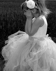 7ef633719ed3 Dívčí krajkový top s šedou tylovou TUTU sukní. Cena od 2299 Kč Šaty Pro  Rozhazovačky