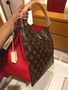 Women Fashion Styling Tips Louis Vuitton Handbag&; Women Fashion Styling Tips Louis Vuitton Handbag&; bagmojoonline bagmojoonline Designer handbags Women Fashion Styling Tips Louis Vuitton Handbags 2017 New […] vuitton handbag 2017 Chanel Handbags, Luxury Handbags, Fashion Handbags, Purses And Handbags, Fashion Bags, Designer Handbags, Ladies Handbags, Cheap Handbags, Womens Fashion