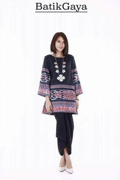 Omg love her makeup and hair so jealous Batik Blazer, Blouse Batik, Batik Dress, Batik Fashion, Ethnic Fashion, Womens Fashion, Outer Batik, Filipiniana, Indian Designer Suits