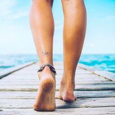 INKED by Dani | Shaka #BeachVibes #RadTattoos #AnkleTattoos Back Of Ankle Tattoo, Ankle Tattoos For Women, Bum Tattoo Women, Cute Ankle Tattoos, Tattoos Mandala, Tatoo Henna, Little Tattoos, Mini Tattoos, Discret Tattoo