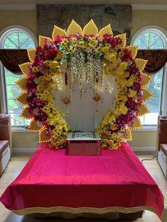Diwali Decorations At Home, Birthday Balloon Decorations, Backdrop Decorations, Festival Decorations, Flower Decorations, Flower Decoration For Ganpati, Ganpati Decoration Design, Mandir Decoration, Ganapati Decoration