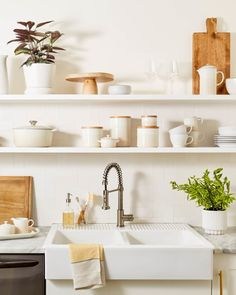 4 Ways Le Creuset's New Nectar Color Fits into Your Kitchen Design Apartment Design, Apartment Living, Apartment Therapy, Mini Sala, Le Creuset Cookware, Best Kitchen Designs, Cool Kitchens, Kitchen Remodel, Kitchen Decor