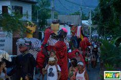 O Bloco Caborê reuniu centenas de foliões no último sábado (22) na Rua do Coleiro. A animação ficou por conta da Banda Santa Cecília, Arrastão da Jabaquara e Assombrosos do Morro. As famílias curtiram o carnaval que começou às 17h e aproveitaram para saborear as delícias da tenda da Festa do Divino.