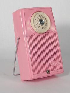 Vintage Transistor Radio In Pink Vintage Love, Vintage Pink, Vintage Stuff, Pink Love, Pretty In Pink, Kitsch, Pink Radio, Poste Radio, Décor Antique