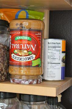 15 tips para almacenar y conservar la comida fresca Peanut Butter Jar, Healthy Peanut Butter, Natural Peanut Butter, How To Make Salad, Saturated Fat, Sin Gluten, Food Hacks, Food Tips, Coffee Cans