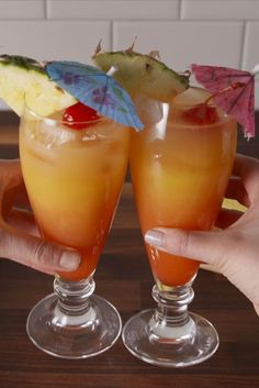 Bahama Mamas Sail away with me. INGREDIENTS ice 2 parts orange juice 1 part pineapple juice 1 part dark rum part coconut rum part lime juice splash… Mixed Drinks Alcohol, Alcohol Drink Recipes, Mixed Drinks With Rum, Drinks With Vodka, Fireball Recipes, Easy Mixed Drinks, Rum Punch Recipes, Rum Recipes, Coctails Recipes